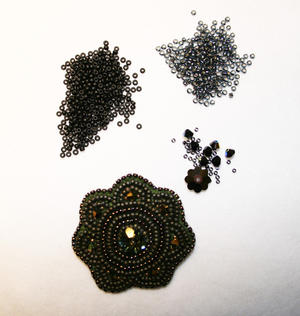 Blomma grå/svart